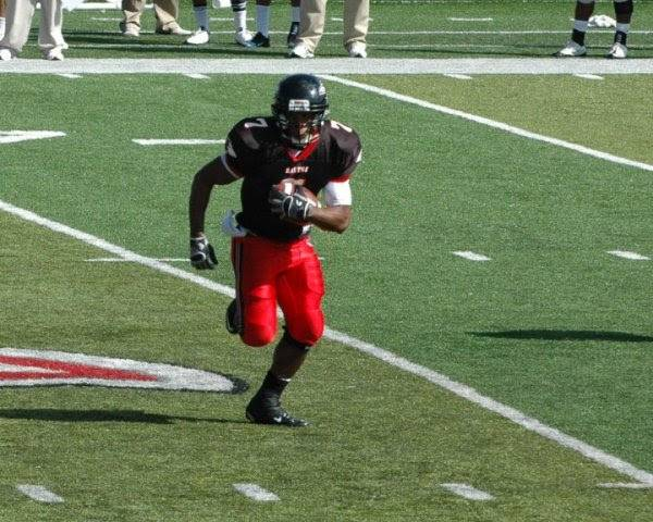 Jesse Thomas playing high school football